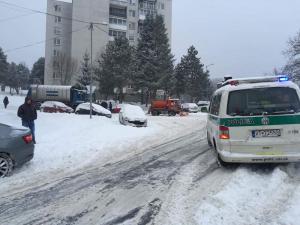 Nešťastie na VRANOVSKOM SÍDLISKU: Nákladné auto zrazilo 18-ročné dievča!