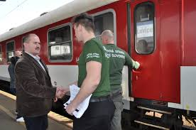 VRANOV: Kotlebovci nasadzujú vlakové hliadky na hornom Zemplíne