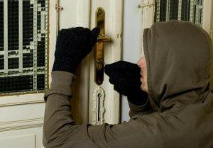 VRANOV: Polícia obvinila dvoch bratov z vykradnutia rodinného domu