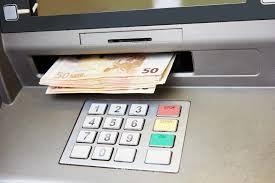 HANUŠOVCE: Žena vzala peniaze z bankomatu, hrozí jej ročné väzenie
