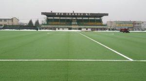 Na vranovskom futbalovom štadióne dokončujú výmenu hracej plochy