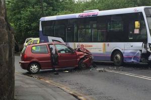 AKTUALIZOVANÉ: Pri obci Čierne nad Topľou sa zrazil autobus s dvomi autami
